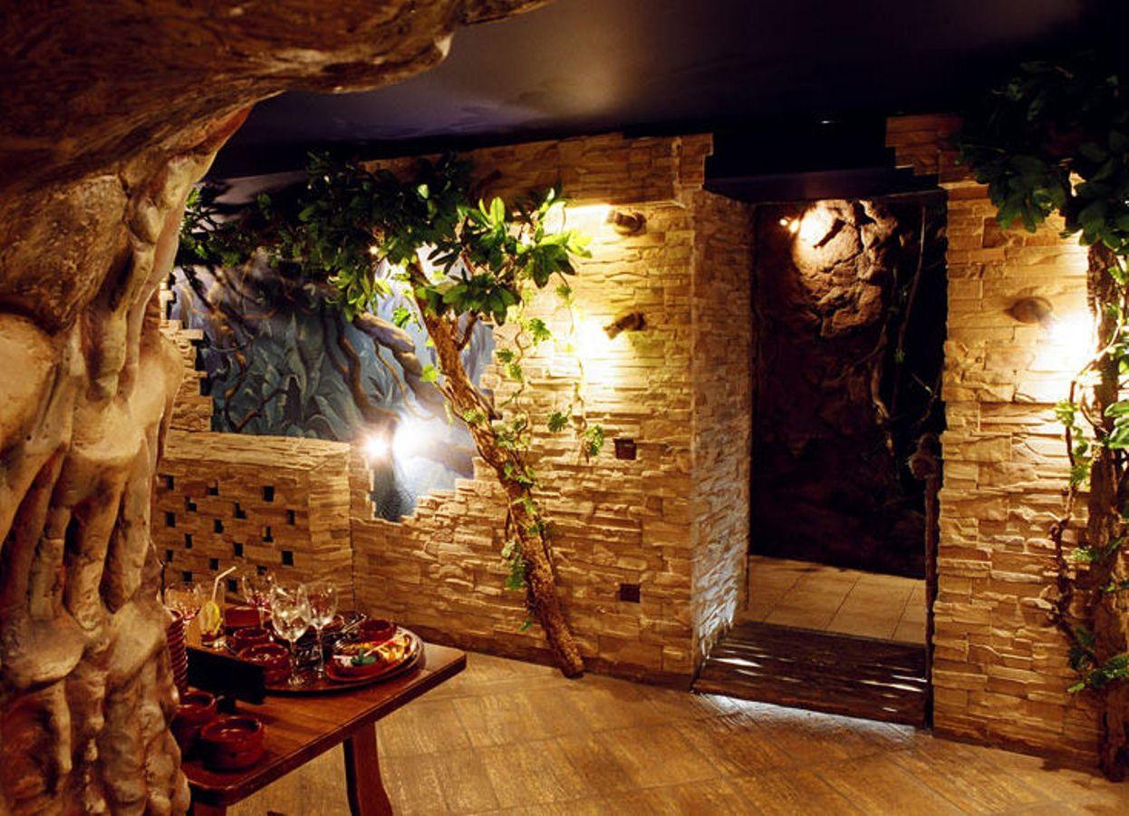 Как сделать зал декоративным камнем