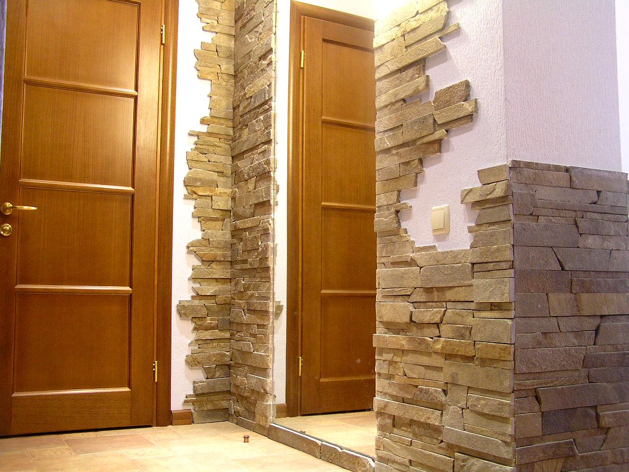отделка стен декоративной штукатуркой в коридоре фото